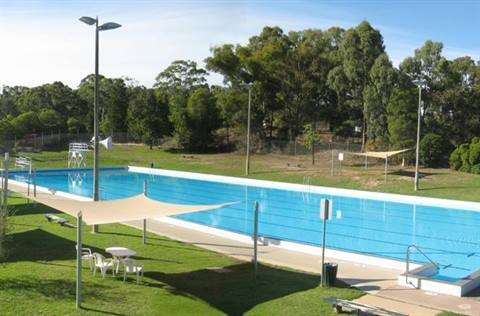 Popular summer aquatics St Arnaud.jpg